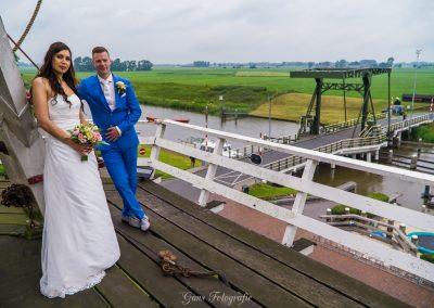 www.gansfotografie.nl wedding garnwerd aan zee boot, molen ,water Groningen-2505