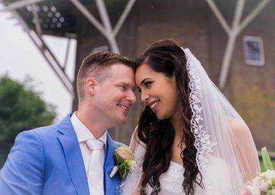 www.gansfotografie.nl wedding garnwerd aan zee boot, molen ,water Groningen-2557